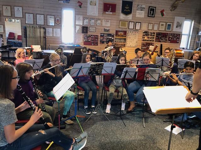 Gemeinsam proben, gemeinsam Musik erleben, aber auch gemeinsame außermusikalischen Aktivitäten machen sind die Grundlagen für eine gute Jugendausbildung.